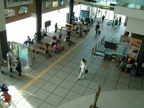 Hakodate_station_01