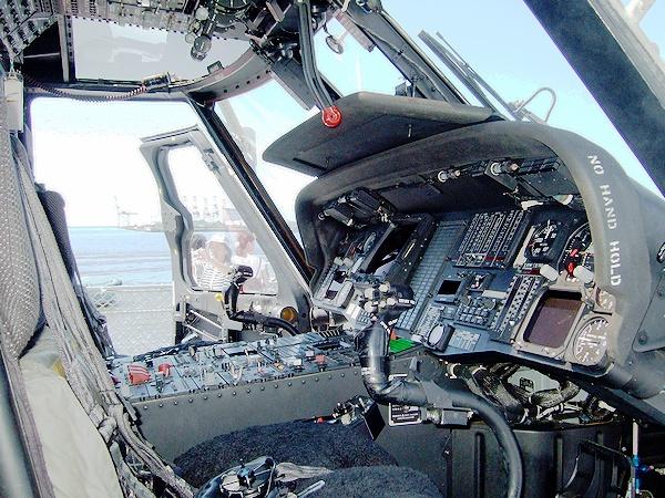 ヘリコプター操縦席