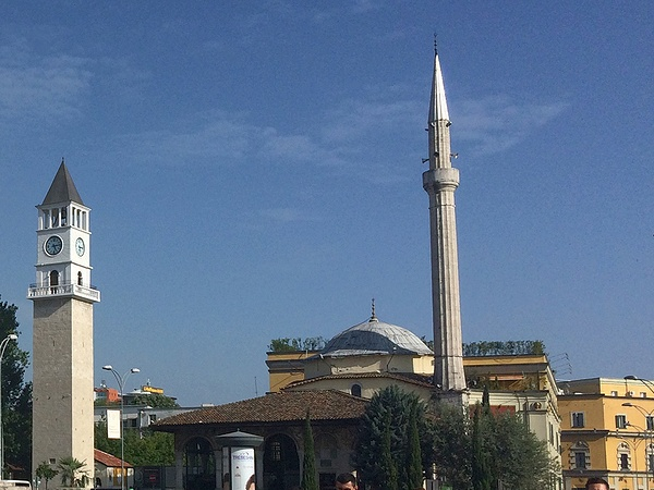 ティラナ モスク 時計塔
