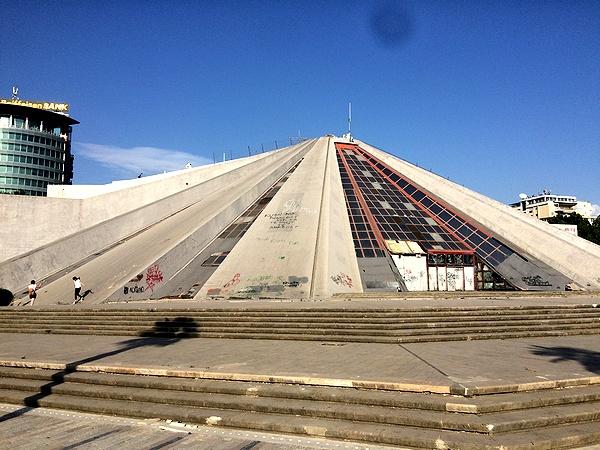 ティラナ ピラミッド