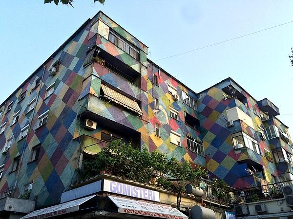 カラフルな建物 ティラナ