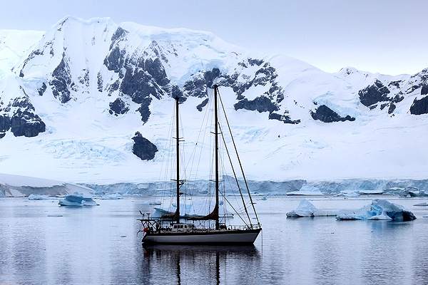 boat_antarctic