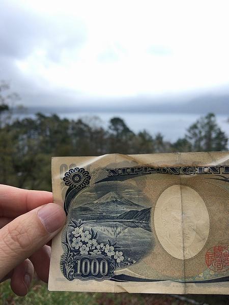 千円札の裏 富士山 撮影場所 本栖湖